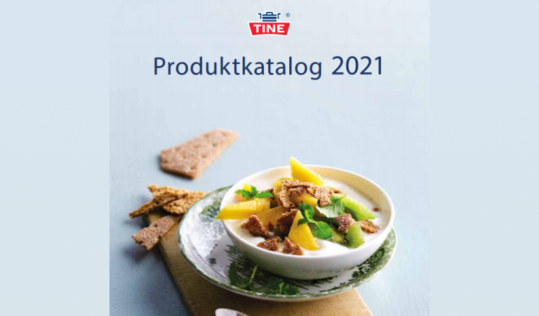 Produktkatalog fra TINE med forkjellige produkter i bakgrunn